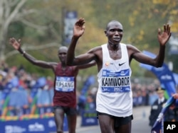 Geoffrey Kamworor of Kenya crosses the finish line first in the men's division of the New York City Marathon in New York, Nov. 5, 2017.