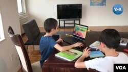 Penggunaan internet mengalami lonjakan drastis ketika ratusan juta orang, termasuk para pelajar harus tinggal di rumah akibat perebakan wabah virus corona (foto: ilustrasi).