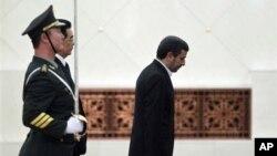 Ху Цзиньтао и Махмуд Ахмадинежад