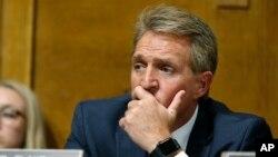 El senador republicano por Arizona Jeff Flake expresa apoyo a Brett Kavanaugh, nominado para la Corte Suprema de EE.UU.
