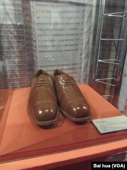 2012年在莫斯科舉辦的一個有關赫魯曉夫的展覽上,展出了這位前蘇聯領導人1960年出席聯合國大會時穿的皮鞋。