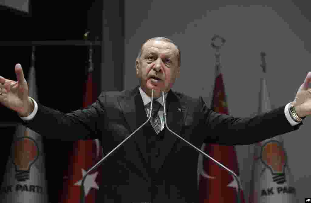 رجب طیب اردوغان امروز در یک سخنرانی جزئیات جدیدی از قتل جمال خاشقجی را فاش کرد. او ادعای عربستان درباره خودسر بودن عاملان قتل را رد کرد و گفت آنها از ریاض دستور می گرفتند.
