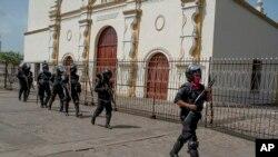 Los estudiantes fueron trasladados a la Catedral Metropolitana de Managua, donde se reunirán con representantes de la Comisión Interamericana de Derechos Humanos (CIDH) y se entregarán a sus padres.