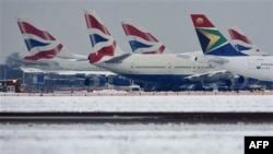 Các máy bay bị kẹt tại Sân bay quốc tế Heathrow ở London, 19/12/2010