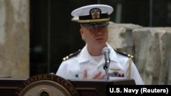 台灣出生的美國海軍少校(時為上尉)愛德華·林2008年12月3日在夏威夷的一次公民入籍宣誓儀式上。(資料照)