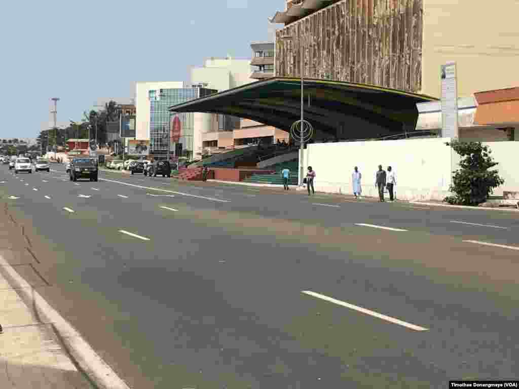 Place de Libération à Libreville au Gabon, le janvier 2017. (VOA/Timothee Donangmaye)