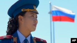 지난 2013년 9월 북한 라진과 러시아 하싼을 연결하는 철도 개통식이 라진항에서 열렸다. 북한 군악대원 뒤로 러시아 국기가 보인다. (자료사진)
