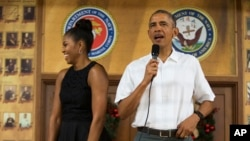 First lady Michelle Obama and President Barack Obama express their thanks to members of the military and their families at Marine Corps Base Hawaii in Kaneohe Bay, Dec. 25, 2015.
