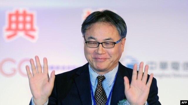 Giám đốc điều hành điện thoại di động Trung Quốc Li Yue trong buổi lễ hoàn tất công trình liên kết đầu tiên sợi cáp quang dưới đáy biển giữa Đài Loan và Trung Quốc, Đài Bắc, 18/1/2013