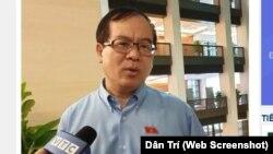 Đại biểu Nguyễn Quốc Hưng trả lời báo chí bên hành lang Quốc hội ngày 13/6/2019.