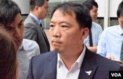 民主党主席胡志伟 (美国之音/汤惠芸)
