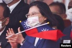 Presiden Taiwan Tsai Ing-wen menghadiri upacara perayaan Hari Nasional di Taipei, 10 Oktober 2021.