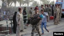 伊拉克军队帮助平民撤离拉马迪