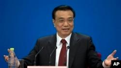 中國新任總理李克強星期日在北京人民大會堂全國人民代表大會閉幕式後舉行新聞發佈會