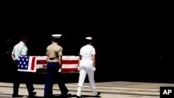 지난 2007년 미국 하와이 히컴 공군기지에서 6.25 전쟁 전사자 유해 송환식이 거행되고 있다. (자료사진)