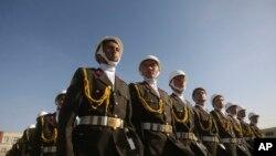 د افغانستان د نظامي اکادمۍ افسران د فراغت په ورځ