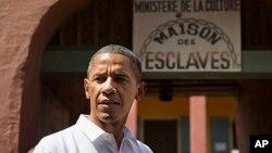 Presiden AS Barack Obama singgah di Pulau Goree, di lepas pantai Senegal, bekas tempat perdagangan budak Afrika (27/6).