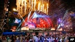 Ensayo de un concierto con fuegos artificiales en Boston.