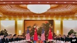 拜登与习近平分别率领美中两国代表团8月18日在北京人民大会堂举行会谈