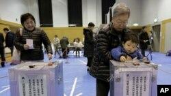 日本選民星期日投票選舉國會眾議院