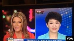 美國福克斯商業頻道主持人翠西·裡根採訪中國官方的英文電視頻道中國環球電視網(CGTN)主播劉欣(2019年5月29日)。