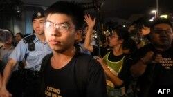 """被中國媒體稱為""""港獨""""頭目之一的香港90後青年黃之鋒參加7月7日反送中游行現場。 (2019年7月7日)"""