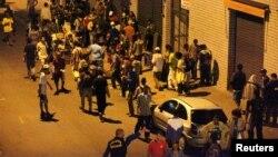 Para pecandu narkoba berkumpul dan menikmati narkoba di jalanan Sao Paulo (Foto: dok). Polisi Brazil telah menutup terowongan di wilayah ini yang digunakan sebagai jalur transaksi narkoba untuk mahasiswa di universitas Sao Paolo, Kamis (1/11).