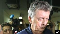 Los fiscales señalan que el nombre de Whelan apareció varias veces en miles de conversaciones telefónicas intervenidas que dieron lugar a la detención de otras 11 personas acusadas de participar en la estratagema.