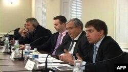 Дмитрий Муратов (второй слева), Максим Трудолюбов (первый справа), Рон Макнамара (второй справа)