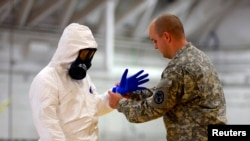 James Knight of U.S. Army Medical Research Institute of Infectious Diseases trains U.S. Army soldiers. (File)