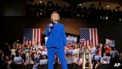 Mgombea urais wa Democrat, Hillary Clinton akizungumza na wafuasi wake huko Louisville, Kentucky.