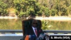 លោក Robert Mugabe អតីតប្រធានាធិបតីស៊ីមបាវ៉េថ្លែងទៅកាន់អ្នកសារព័ត៌មាន នៅភូមិគ្រឹះរបស់លោកនៅក្នុងក្រុង Harare កាលពីថ្ងៃទី២៩ ខែកក្កដា ឆ្នាំ២០១៨។
