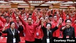 Ketua Umum PDI Perjuangan Megawati Soekarnoputri mengumumkan penetapan Jokowi sebagai calon presiden 2019-2024 di Rakernas PDI P di Bali, Jumat 23 Februari 2018. (Foto courtesy: Biro Pers Istana).