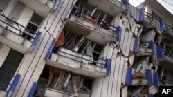 Vista de un hotel parcialmente destruido en Matías Romero, estado de Oaxaca, tras el terremoto del jueves a medianoche.