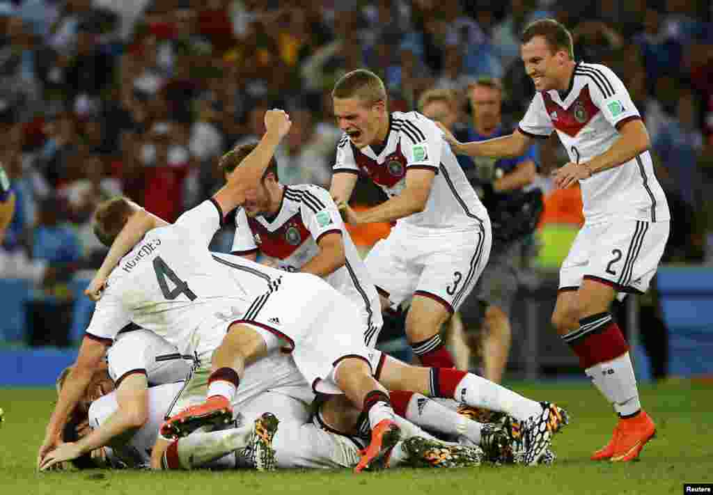Germany players celebrate after winning the 2014 World Cup at the Maracana stadium in Rio de Janeiro, July 13, 2014.