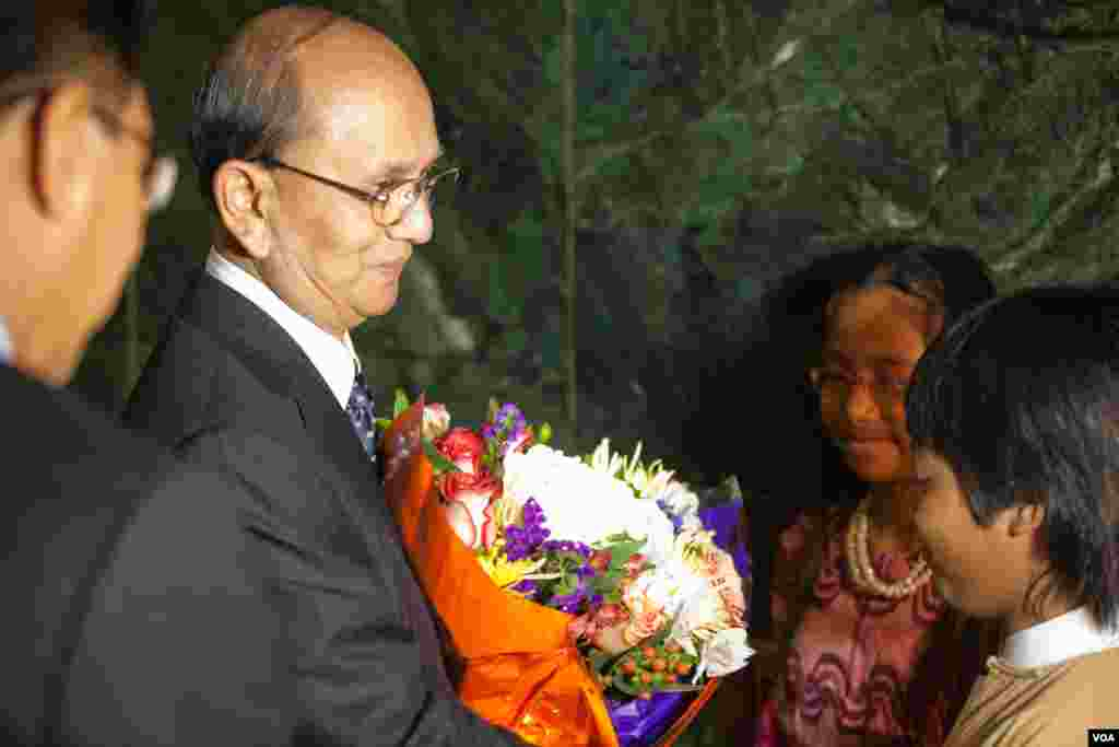 Burmese President Thein Sein is given flowers outside a town hall meeting at Voice of America, Washington, May 19, 2013. (Alison Klein for VOA)