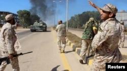 Tentara dari pasukan yang berafiliasi dengan pemerintah persatuan baru Libya di Sirte (9/6).