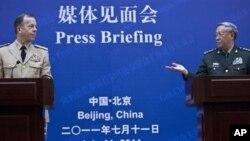 美军参谋长联席会议主席马伦与中国解放军总参谋长陈炳德7月11日在北京举行记者会