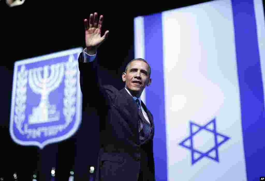 21일 예루살렘 국제컨벤션센터에서 강연한 후 청중을 향해 손을 흔드는 바락 오바마 미국 대통령.