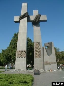 波兹南事件纪念碑 (图片来自: Radomil talk)