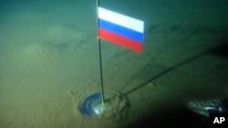 Sebuah kapal selam mini Rusia melakukan penelitian di kawasan laut Artik di Kutub Utara (foto: dok).