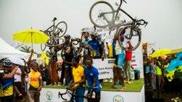 Les coureurs de Team Rwanda célébrant leur victoire au Tour du Rwanda, le 22 novembre 2015.