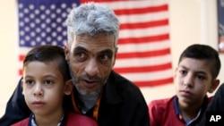 Ông Nadim Fawzi Jouriyeh, 49 tuổi, một người tị nạn Syria, nói chuyện với các phóng viên tại văn phòng của Tổ chức Di dân Quốc tế ở Amman, Jordan, ngày 28 tháng 8 năm 2016.