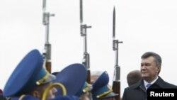 Prezident Viktor Yanukovich avtoritar rahbar, deydi muxolifat, va saylovlar uni jilovlashga xizmat qilishi kerak.