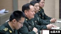 中国军方装备发展部负责人李尚福成为首位遭外国制裁的中共将领。图为李尚福(右二)2017年12月7日在克里姆林宫。(维基共享 - 俄罗斯联邦总统网站照片)