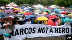 Những người biểu tình tập trung ở Rizal Park, Manila, để phản đối việc an táng nhà độc tài quá cố Ferdinand Marcos ở nghĩa trang dành cho các vị anh hùng, ngày 14 tháng 8 năm 2016.