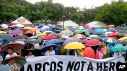 Demonstran di Rizal Park di Manila menentang pemakaman mendiang diktator Filipina Ferdinand Marcos di pemakaman pahlawan, 14 Agustus 2016.