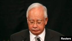 나집 라작 말레이시아 총리가 24일 쿠알라룸푸르에서 여객기 실종 사고에 관해 브리핑하고 있다. 라작 총리는 처음으로 실종기가 남인도양 해상에 추락한 것으로 보인다고 밝혔다.