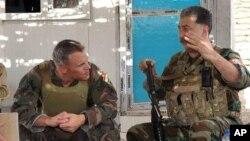 حسین یزدان پناه فرمانده «حزب آزادی کردستان» ایران در کنار نظامیان غربی آموزش دهنده.