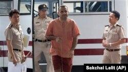 黎巴嫩裔瑞典公民阿特里斯.侯賽因星期三在泰國法院出庭。